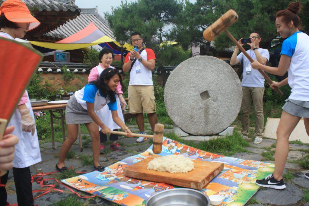 Membuat Rice Cake di Desa Hanok 2015