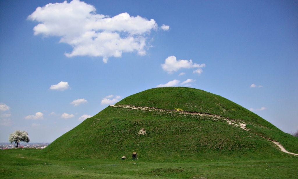 Krakus Mound Wisata Polandia
