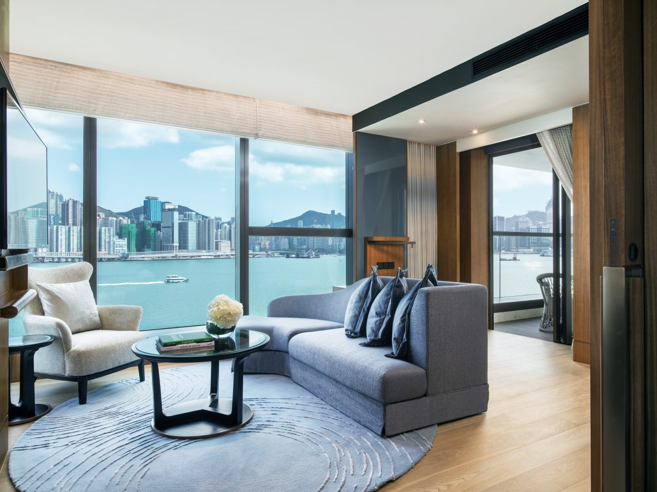 Kerry-Hotels-Hong-Kong-Club-Premier-Sea-view-with-Balcony