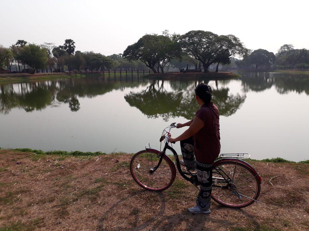 Naik sepeda di Historical Park Sukhothai wisata thailand